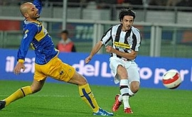 Raffaele Palladino scores the 2-0 goal with a powerful blast (Juventus 3-0 Parma, Serie A Matchday 31 catch-up, April 17, 2008)