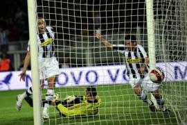 Hasan Salihamdizic picks up David Trezeguet's rebound and scores. 2-2! (Juventus vs. AC Milan, Serie A Matchday 33, April 12, 2008)