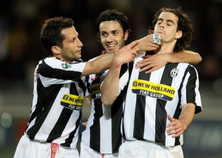 Hasan Salihamidizic, Raffaele Palladino and Tiago Mendes celebrate after the 3-0 goal (Juventus 3-0 Parma, Serie A Matchday 31 catch-up, April 17, 2008)