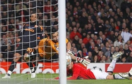 Carlos Tevez's diving header puts United in the lead and 3-0 on aggregate (Manchester United vs. Roma, UEFA Champions League Quarter-Finals)