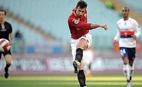 Mirko Vucinic puts Roma 2-0 ahead