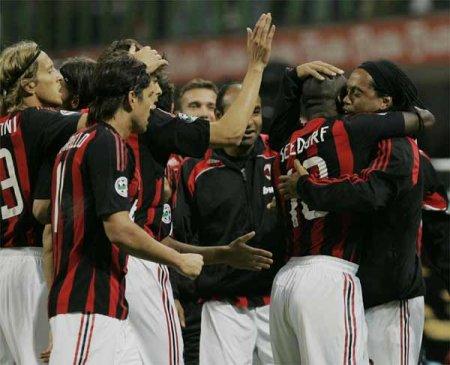 http://www.mcalcio.com/wordpress/wp-content/uploads/2008/09/milan_team_celeb_lazio_1.jpg
