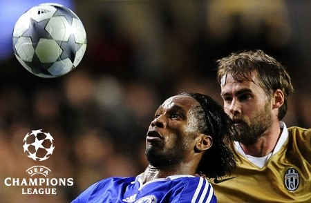 Chelsea's Didier Drogba (L) challenges Juventus' Olof Mellberg during their Champions League soccer match at Stamford Bridge in London February 25, 2009. (REUTERS)