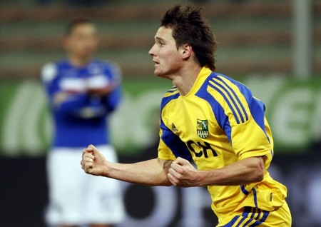 Metalist's Denys Oliynyk celebrates after scoring against Sampdoria during their UEFA Cup soccer match at the Ferraris stadium in Genoa February 18, 2009.  (REUTERS)