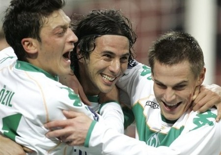 Bremen forward Claudio Pizarro, center, of Peru', celebrates with his teammates Mesut Ozil, left, and Markus Rosenberg after scoring during the UEFA Cup, Round of 32, second-leg soccer match between AC Milan and Bremen, at the San Siro stadium, in Milan, Italy, Thursday, Feb. 26, 2009. (AP Photo)