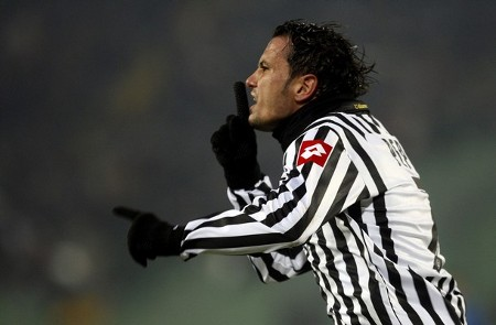 Udinese's Simone Pepe celebrates after scoring against Lech Poznan during their UEFA Cup soccer match at the Friuli stadium in Udine February 26, 2009. (REUTERS)