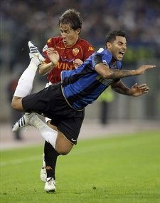 Inter Milan midfielder Ricardo Quaresma, of Portugal, foreground, and AS Roma midfielder Rodrigo Taddei of Brazil, in action during the Italian Serie A first division soccer match between AS Roma and Inter Milan, in Rome\'s Olympic stadium, Sunday, Oct. 19, 2008. (AP Photo by Andrew Medichini)