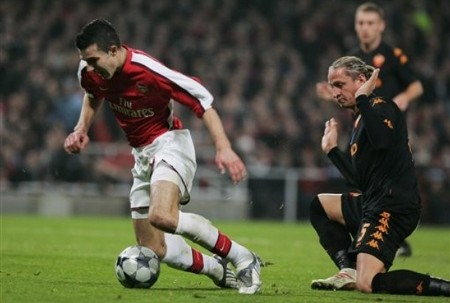 Arsenal's captain Robin van Persie, left, is tackled by Roma's Phiippe Mexes during their Champions League round of 16 first leg match at the Emirates Stadium in London, Tuesday Feb. 24, 2009. Van Persie was awarded a penalty and he scored. (AP Photo)