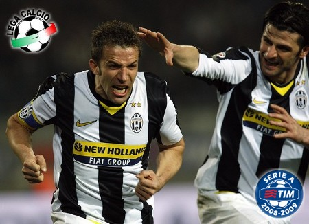 Juventus' Alessandro Del Piero (L) celebrates with his team mate Vincenzo Iaquinta after scoring the team's third goal against Bologna during their Italian Serie A soccer match at the Olympic stadium in Turin March 14, 2009. (REUTERS)