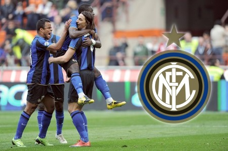 Inter Milan's Swedish forward Zlatan Ibrahimovic (R) celebrates with team mates Ghanaian midfielder Sulley Ali Muntari (C) and Brazilian midfielder Mancini after scoring a penalty against Reggina during their Italian Serie A football match on March 22, 2009 at San Siro Stadium in Milan. (Getty Images)