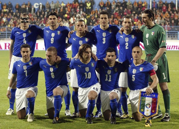 Italy's players pose for photo before their 2010 World Cup qualifying soccer match against Montenegro in Podgorica March 28, 2009.  REUTERS/Stevo Vasiljevic (MONTENEGRO SPORT SOCCER)