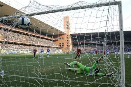 AS Roma's midfielder Julio Baptista, center, scores from a penalty kick past Sampdoria's goalkeeper Luca Castellazzi during a Serie A soccer match between Sampdoria and AS Roma at the Ferraris stadium in Genoa, Italy, Sunday, March 15, 2009. (AP Photo)