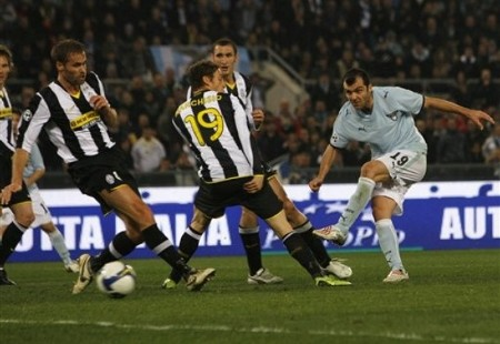 Lazio forward Goran Pandev, of Macedonia, at right, scores during a first leg semifinal Italian Cup soccer match between Lazio and Juventus at Rome's Olympic stadium, Tuesday, March 3, 2009. (AP Photo)