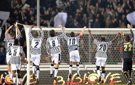 Udinese salute their fans following their 2-0 win (Getty Images)