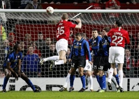 Manchester United's Nemanja Vidic, center left, scores against Inter Milan during their Champions League Second Round Second Leg soccer match at Old Trafford Stadium, Manchester, England, Wednesday, March 11, 2009.  (AP Photo)