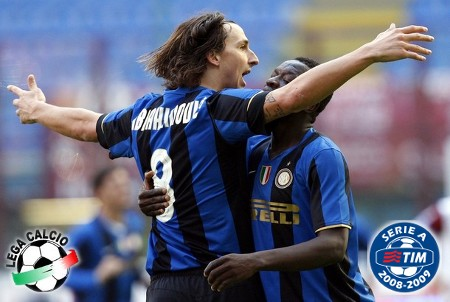 Inter Milan's Zlatan Ibrahimovic (L) celebrates with his team mate Sulley Ali Muntari after scoring a third goal against Reggina during their Italian Serie A soccer match at the San siro stadium in Milan March 22, 2009. (REUTERS)