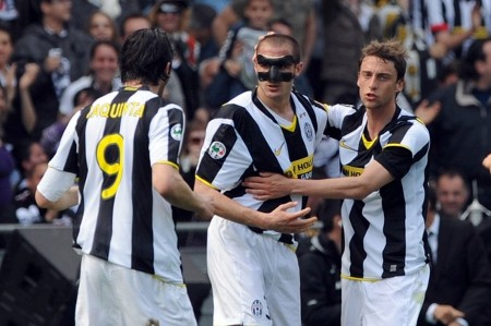 Juventus defender Giorgio Chiellini (C) celebrates after scoring with Juventus midfielder Claudio Marchisio (L) and Juventus forward Vincenzo Iaquinta (R) during their Serie A football match Juventus vs Chievo at Olympic Stadium in Turin on April 05, 2009. (GETTY IMAGES)