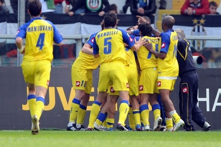 Chievo foward Sergio Pellissier celebrates after scoring his third goal with his team mates during their Serie A football match Juventus versus Chievo at Olympic Stadium in Turin on April 5, 2009. (GETTY IMAGES)