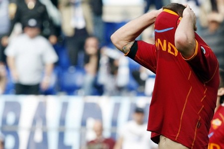 AS Roma's Daniele De Rossi covers his face as he leaves the field after their Italian Serie A soccer match against Lazio at the Olympic stadium in Rome April 11, 2009. (REUTERS)