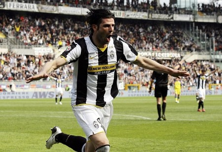 Juventus' Vincenzo Iaquinta celebrates after scoring a third goal against Chievo during their Italian Serie A soccer match at the Olympic stadium in Turin April 5, 2009. (REUTERS)