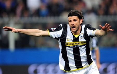 Juventus' Vincenzo Iaquinta reacts after scoring the equalizer to bring the score to 2-2, during the Italian Serie A soccer match between Genoa and Juventus in Genoa, northern Italy, Saturday April 11, 2009. Genoa won 3-2. (AP PHOTO)