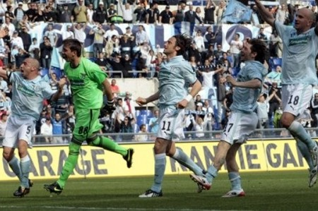 Lazio players celebrate at the end of the Serie A soccer match between Lazio and AS Roma, at Rome's Olympic stadium, Saturday, April 11, 2009. Lazio won 4-2. (AP Photo)