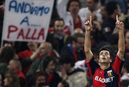 Genoa's Raffaele Palladino celebrates after scoring against Juventus during their serie A football match between Genoa and Juventus, at Luigi Ferraris stadium on April 11, 2009 in Genova. Genoa won 3-2. (GETTY IMAGES)